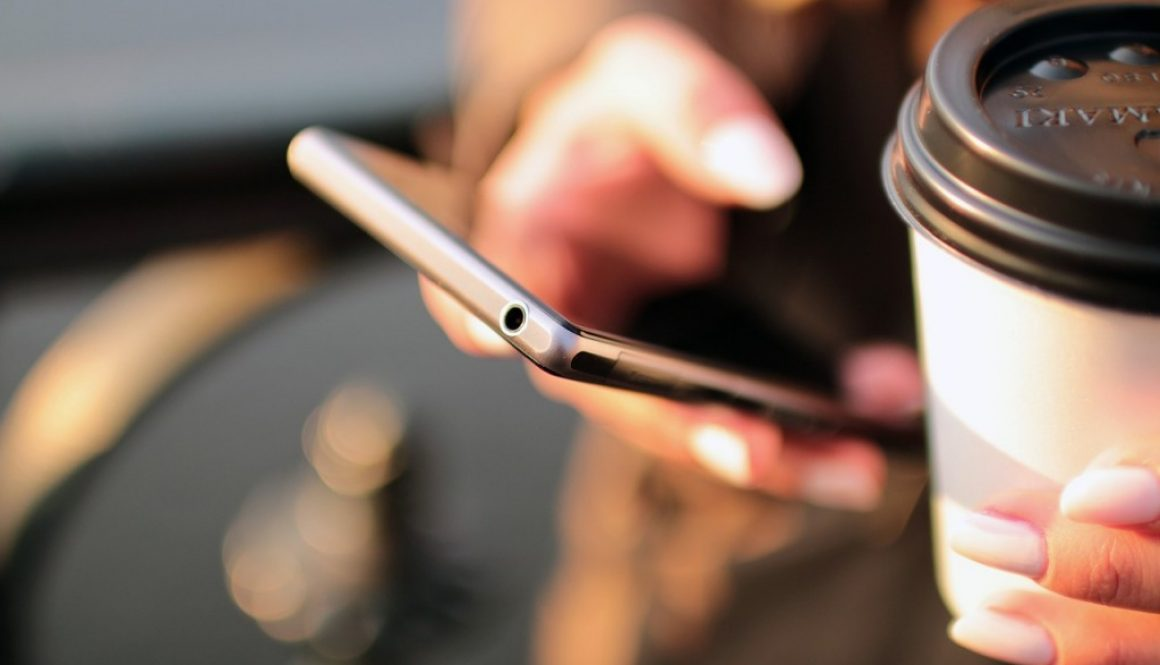 mobile-698624_1280
